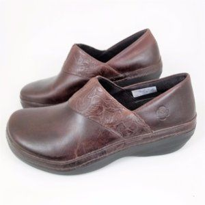 Timberland 9.5 Comfort Clogs Brown Tooled Leather